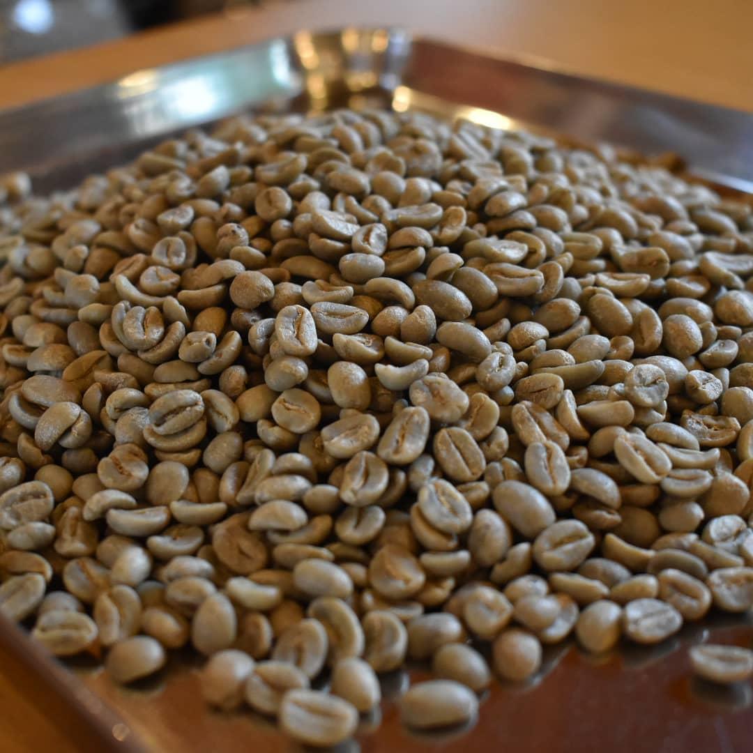 明日焙煎を予定している豆は  グアテマラと お初の ペルーを予定しております。  お客様より 取り扱いの要望がありお取り扱いをすることになりました。  明日焙煎終了後より にて販売を行う予定です。  是非お楽しみにして下さい。