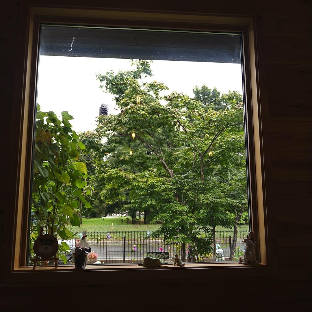 本日も営業しております。 ちょっと時間空いたのでパシャリ 窓からの景色全然飽きません。  こんな景色とお待ちしております。  のQRコードで 使えるようになりました。 是非ご利用下さい。